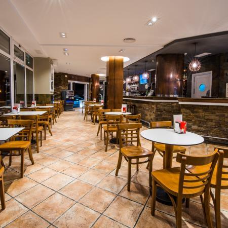 Salones para banquetes, cafetería, cocktelería